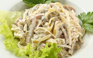 Салат из маринованных огурцов: вкусно и очень просто