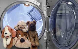 Как стирать мягкие игрушки: можно ли в стиральной машине и вручную