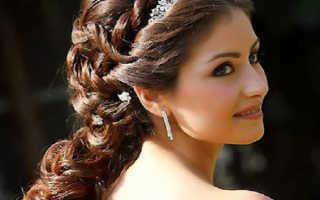 Греческая прическа на длинные волосы: использование лент
