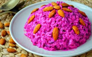 Салат свекольный с чесноком: рецепт
