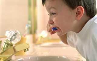 Как научить ребенка чистить зубы правильно?